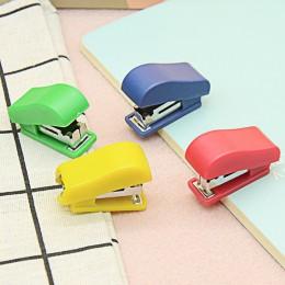 Mini zszywacz zestaw przenośny mały prezent zszywacz dzieci studenci śliczne biurowe prezent zawiera pudełko zszywek (losowe kol