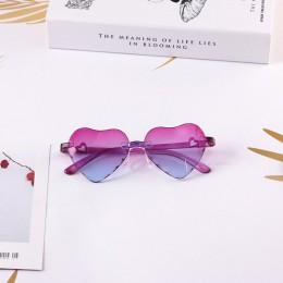 Fabryka hurtownia bez oprawek okulary przeciwsłoneczne dla dzieci 3-8 lat plastikowe UV400 okulary dla dzieci w kształcie serca